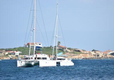 Catamarani in rada a Porto Mandriola